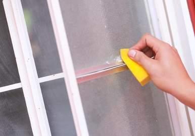 Как можно очистить скотч от пластикового окна: обзор эффективных средств в Новокузнецке